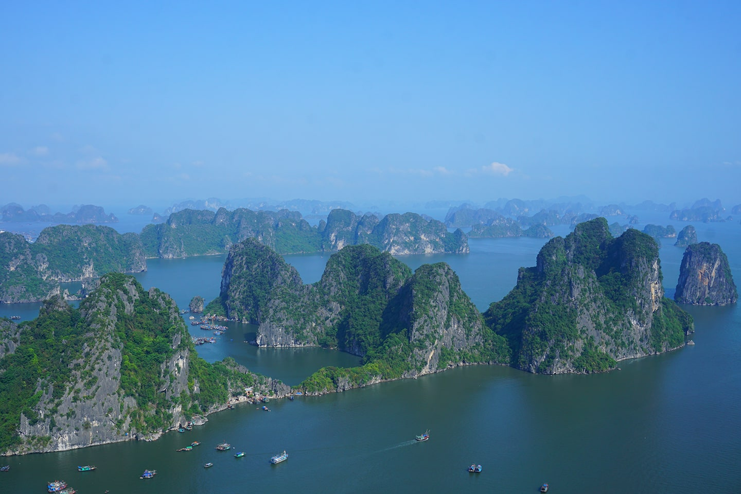 Uitzicht Halong Bay - Bai Tho Mountain