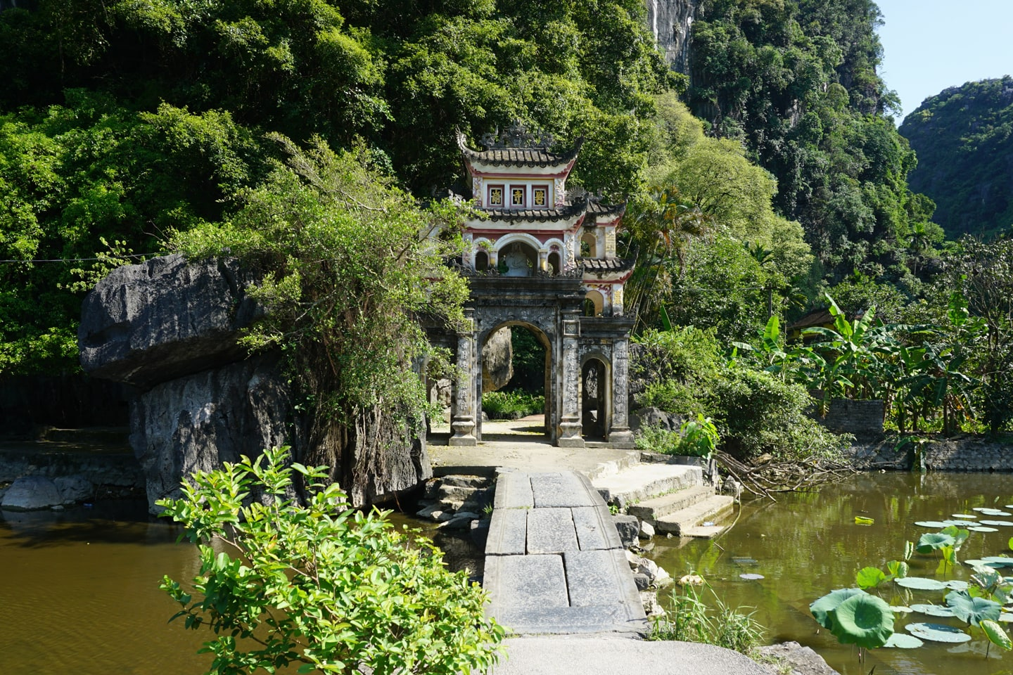 Bich Dong Pagode - Tam Coc Vietnam